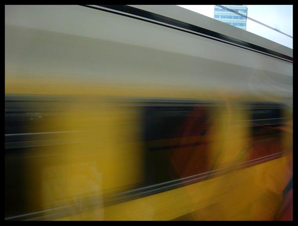 Cámara que sigue el movimiento de un objeto a alta velocidad en tiempo real