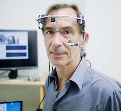 Científico crea un dispositivo que permite escribir utilizando los ojos