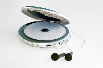 3.- Los CD piratas y los CD-R en blanco de baja calidad pueden dañar su equipo de música