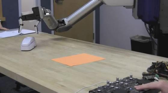 DARPA desarrolla una mano robótica con dedos removibles