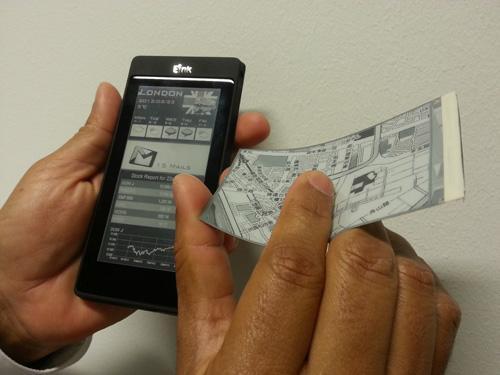 Smartphones con dos pantallas una LCD y la otra E-ink
