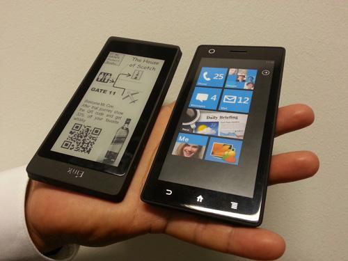 Smartphones con pantallas LCD y E-ink