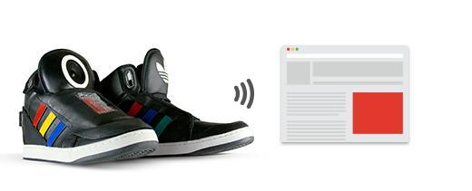 Google presenta unas zapatillas inteligentes que hablan y dicen comentarios graciosos