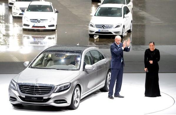 Mercedes Benz presenta un coche con piloto automático