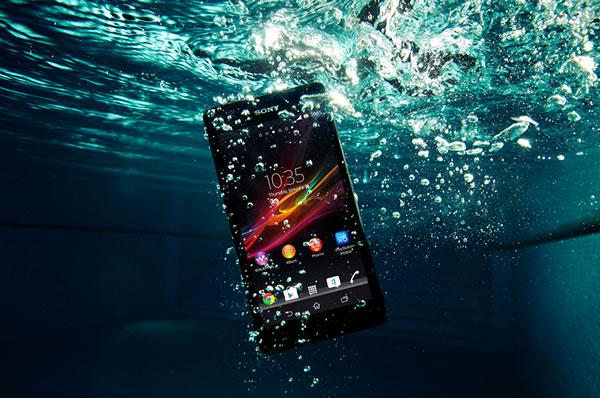 Sony Xperia ZR, el smartphone resistente al agua con procesador quad core